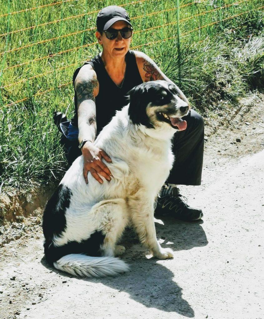 Selbstfürsorge: Sabine Scholze gemeinsam mit ihrem Hund
